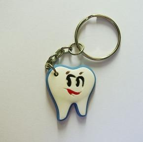 Брелок резиновый зуб малый (желтый)
